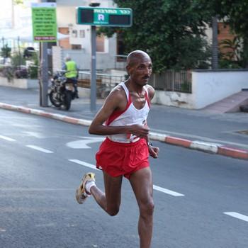 איילה סטאים בדרך לניצחון מרתון תל אביב 2010