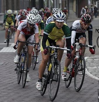 רותפ גפינוביץ מובילה דבוקה במרוץ בהולנד